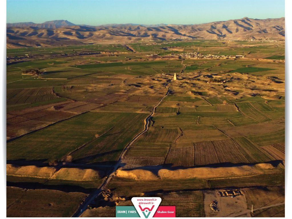 Fars ilindeki Gür şehri tam bir daire oluşturacak şekilde